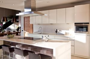 New Design Wholesale High Glossy Kitchen Furniture Yb1707046 pictures & photos