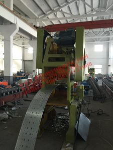 Ce Certification Rack Column Forming Machine with Punching pictures & photos