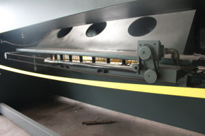 Hydraulic CNC Shearing Machine QC12K20*4000 pictures & photos