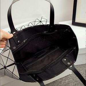 8X8 Size Silver PU Geometric Rhombic Handbag (A042) pictures & photos