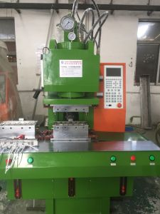 Customized Plastic Injection Molding Machine for Plugs Price pictures & photos