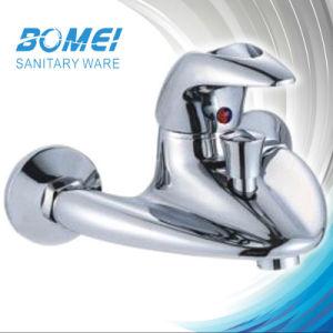 Single Handle Triangle Bathtroom Faucet (BM52301) pictures & photos