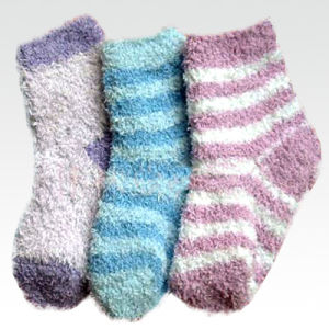 Women′s Striped Fuzzy Red Socks (UB-137) pictures & photos