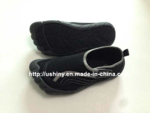 Men Aqua Shoe Outlined Toes Water Shoes pictures & photos