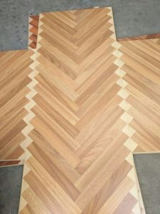 High Quality Standard E1 Laminate Art Parqet Flooring pictures & photos