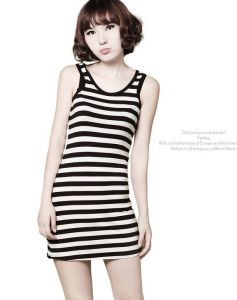 Striped Round Neck Sleeveless Women′s Long Tank Top pictures & photos