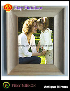Fashionable Wooden Photo Frame with Antique Design pictures & photos