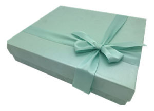 High Quality Paper Gift Box with Silk Ribbon and Lint pictures & photos