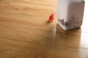 Light Colour High Gloss Laminate Flooring pictures & photos
