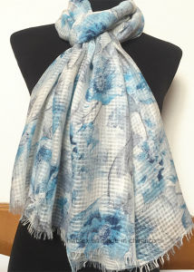 2017 Cheap Polyester Fashion Scarf with Flourish Printing (HW17) pictures & photos