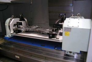Vertical CNC Milling Machine Vmc850/Tom-L850 pictures & photos