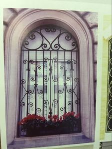 Elegant Decorative Iron Window Grill Design pictures & photos