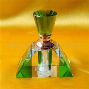 Crystal Glass Perfume Bottle for Decoration pictures & photos