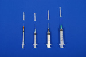 Steriled Disposable Ad (Auto Disable) Syringe with Needle Single Use pictures & photos