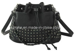 2015 Fashion Rivets Drawstring Closure Crossbody Bag (LY0176) pictures & photos