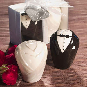 Bride and Groom Salt & Pepper Shakers of Wedding Favors/Wedding Gifts/Party Favors Baby Shower Accessories Souvenir Centerpieces