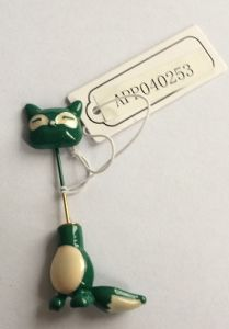 Lovely Green Small Cat Brooch with Metal Fashion Jewellery