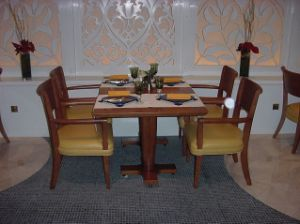 Modern Restaurant Furniture/Luxury Restaurant Furniture Sets/Hotel Furniture/Dining Room Furniture/Dining Sets (GLD-059) pictures & photos