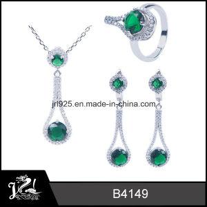 Fashion Style 925 Silver Jewelry with Imitation Emerald Diamond