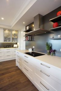 Popular and Simple White Shaker Style Solid Wood Kitchen Cabinet pictures & photos