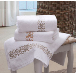100% Cotton Solid Color Embroidery Towel