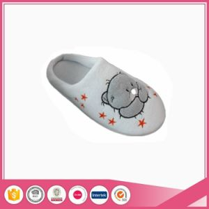 Bear Embroidery Warm Indoor Shoes Slippers pictures & photos