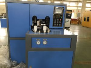 Hand Feeding Blow Molding Machine for Pet Water Bottle/Juice Bottle pictures & photos