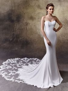 Simple Elegance Style in The Back of a Strapless Sweetheart Neckline Mermaid Dress Finished with a Crystal Back and Scalloped Tulle and Lace Train pictures & photos