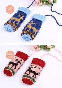 2017 Reindeer Pattern Children Gloves pictures & photos