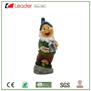 Lovely High Quality Resin Gnome Statue with a Hoe for Garden Ornaments pictures & photos