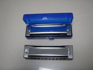 20 Holes Harmonica for Students Play pictures & photos