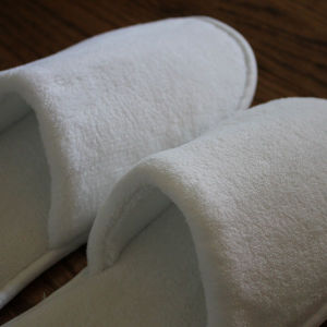 Anti-Slip Coral Fleece White Hotel Nursing Hospital Disposable Slipper pictures & photos