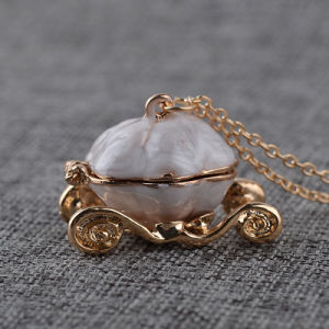 Metal Imitation Necklace- Cinderella Pumpkin Carriage Locket Pendant Necklace Opening Box pictures & photos