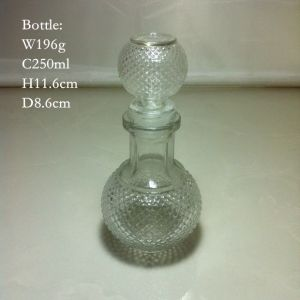 250ml Carved Glass Bottle with Glass Stopper pictures & photos