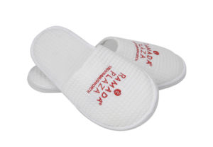 White Waffle Fabric Embroider Five Star Hotel Slipper pictures & photos