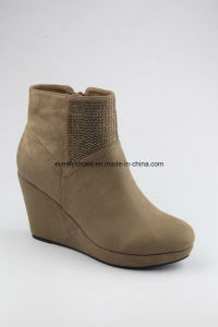 Lady Wedge Shoes Snow Boots for Winter pictures & photos