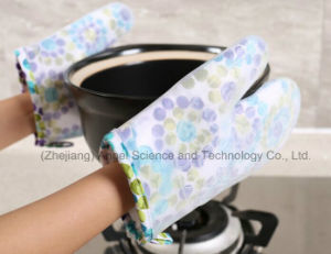 Anti-Scratch Kitchen Silicone Cooking Glove with Short Length Sg23 pictures & photos