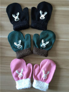 Kids Cute Magic Knitted Gloves pictures & photos
