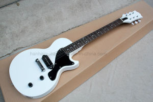 Hanhai Music / White Lp Style Electric Guitar with Black Pickguard pictures & photos