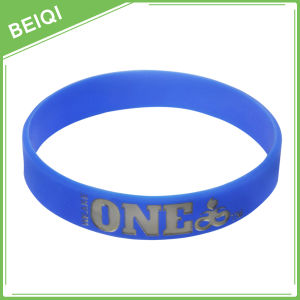 Popular Personalized Silicone Wristbands pictures & photos