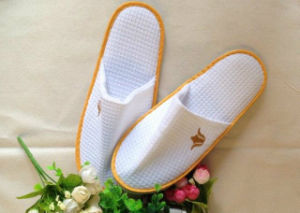 Embroidery Hotel Slippers Closed Toe Slippers pictures & photos