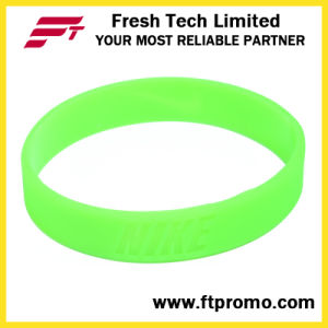 Glow in Dark Customized Silicone Wristband with No Logo pictures & photos