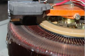 2000va Single Phase Motor Automatic Voltage Regulator pictures & photos