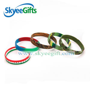 Free Design Customized Swirl Silicone Wristband pictures & photos