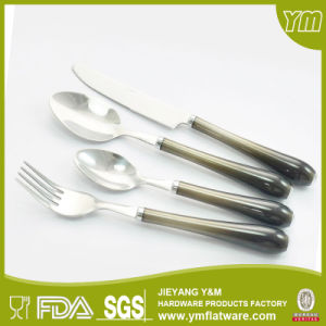 China Supplier Cheap Factory Hot Sale White PP Disposable Bulk Plastic Handle Cutlery pictures & photos