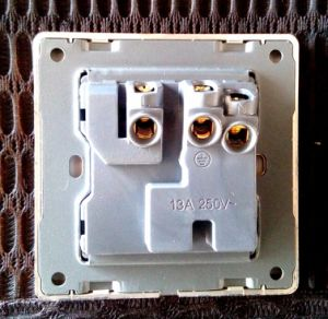 UK Standard Mf Socket with Switch and Neon Golden pictures & photos