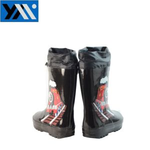 Waterproof Top Natural Rubber Kids Rain Boots with Cartoon Patterns pictures & photos