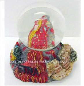 Custom Resin Souvenir of Mountain Snow Globe Gifts pictures & photos