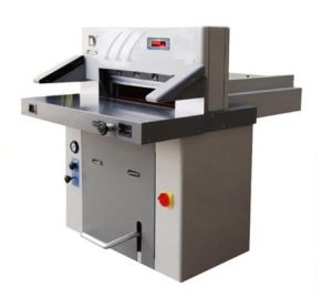 Hydraulic Digital Display Paper Cutter Hsyds670 pictures & photos