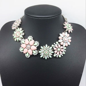 Resin Stone Big Flower Colorful Diamond Necklace (XJW13775) pictures & photos